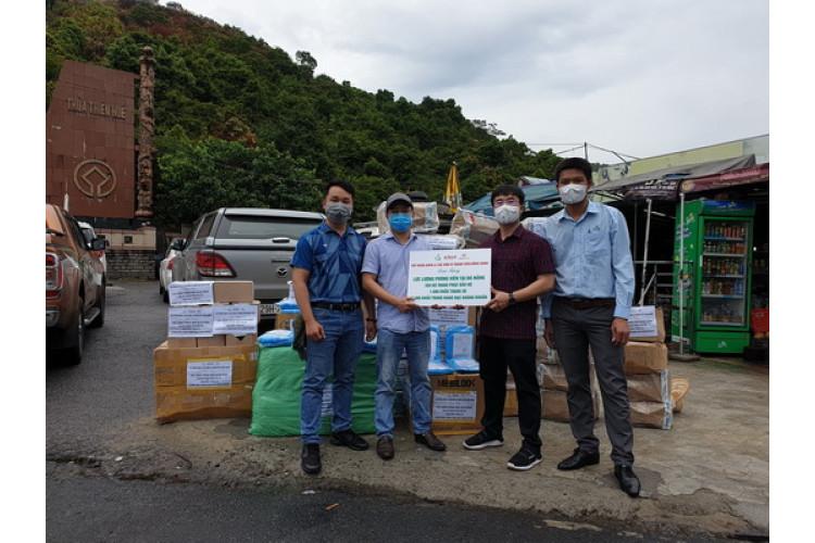 Tập đoàn Dược Aikya Pharma tặng thiết bị bảo hộ y tế cho phóng viên tác nghiệp trong dịch COVID-19 t